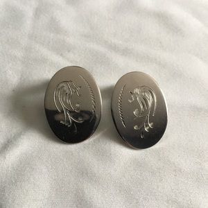 ♦️5 for $25 Vintage clip on earrings